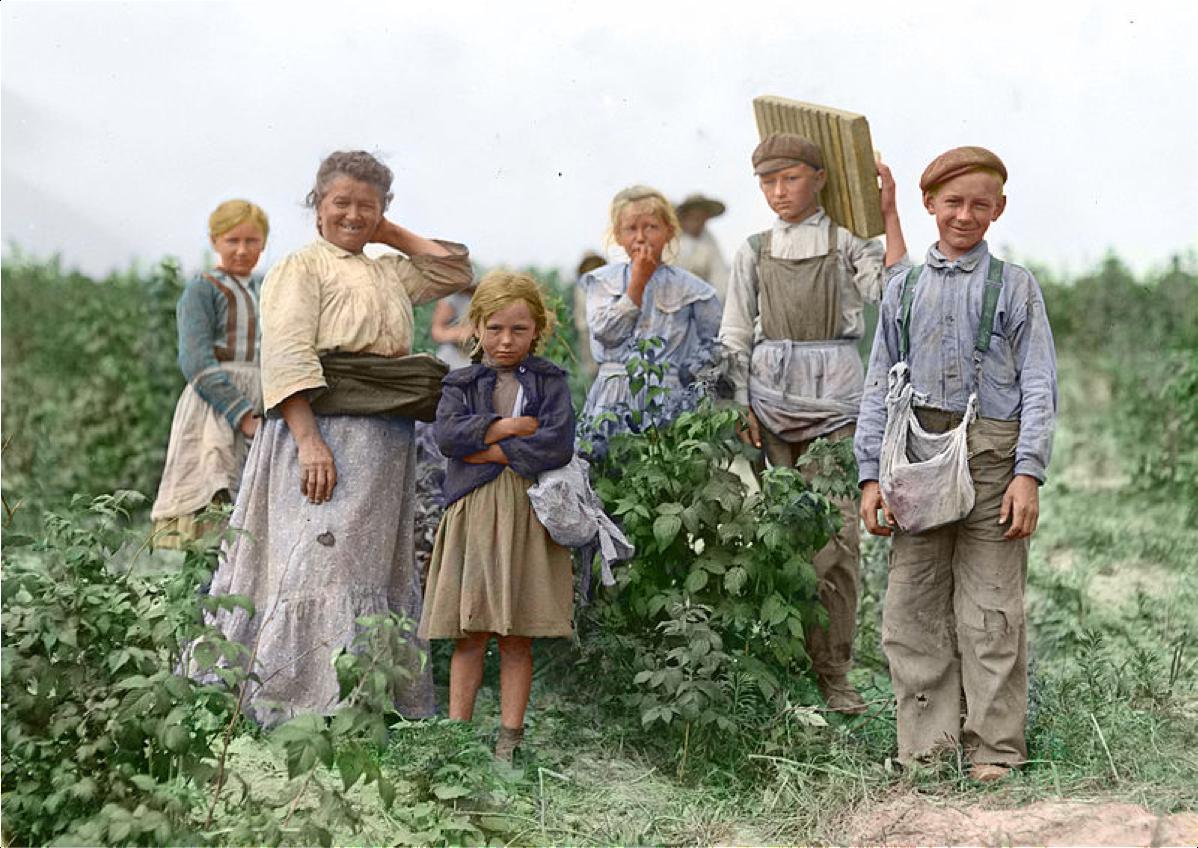 Polish immigrants on farm in US